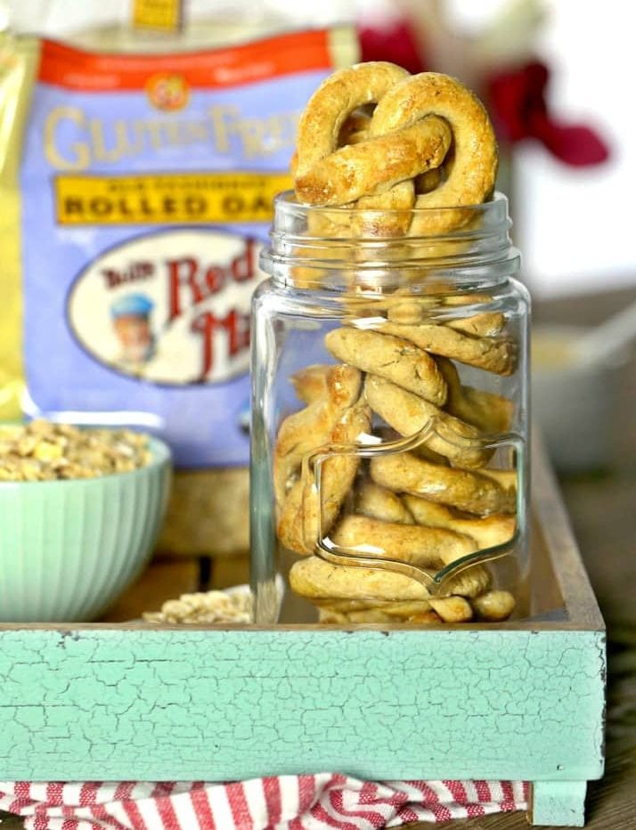 oat-and-apple-pretzel-dog-treats-10